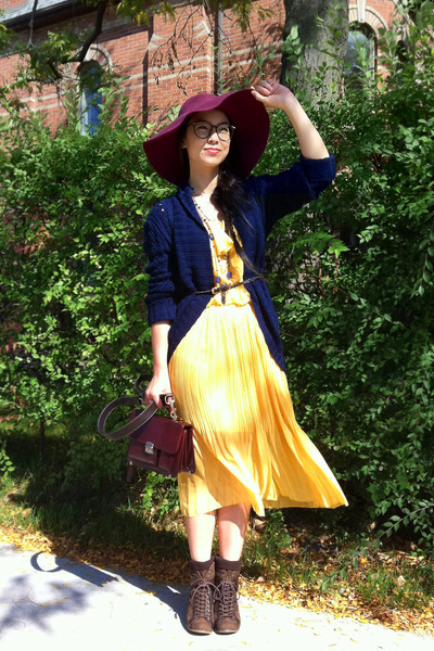 yellow Labu labu dress - maroon floppy H&M hat