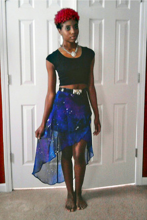 deep purple galaxy print skirt - black cropped top - silver lion chain necklace