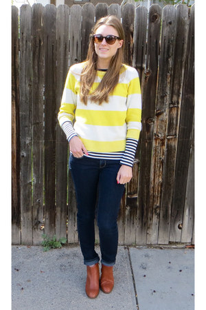 navy striped Gap top - brown madewell boots - navy skinny American Eagle jeans