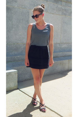 gray Uniqlo top - black JCrew Factory skirt - black Target sandals