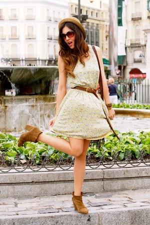 mustard kling dress