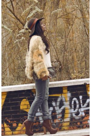 cream vintage coat - burnt orange Mari Paz boots - sky blue BLANCO jeans