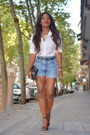 White-zara-shirt-light-blue-levis-shorts-black-blanco-sandals