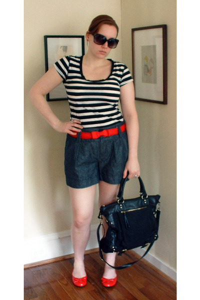Lilac Lotus t-shirt - thrifted belt - Heritage 1981 shorts - forever 21 shoes -