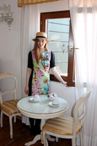aquamarine tropical print Atmosphere dress - camel boater hat H&M hat