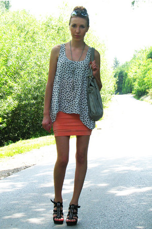silver with diy chains bag - black sandals Primark wedges - peach vintage handma