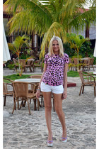 Sergio Rossi shoes - Frankie Morello shorts - Blumarine t-shirt
