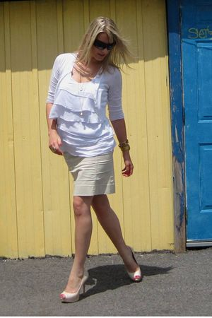 beige skirt - beige shoes - white top
