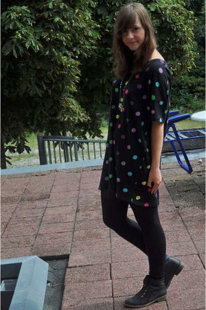 black Monki shirt - black Urban Outfitters shoes - gold Accessorize necklace
