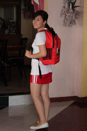 white shirt nike shirt - DC bag - red short skirt baleno skirt
