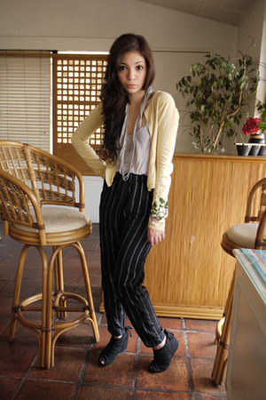 black Aldo boots - light yellow vintage sweater - black vintage pants - heather 