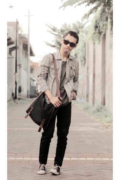 heather gray t-shirt - black jeans - silver shirt