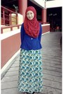 Red-pashmina-scarf-blue-floral-skirt