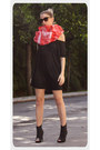 Black-h-m-shirt-red-abathie-scarf-black-pumps