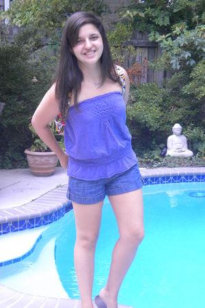 purple Gap top - blue Unkwown shorts - red Vera Bradley bag