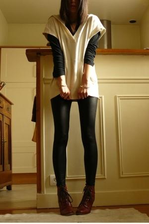 beige Uniqlo top - red Topshop shoes - black American Apparel leggings