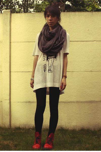 American Apparel scarf - Zara t-shirt - American Apparel leggings - Dr Martens b