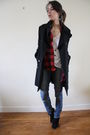 Black-zara-coat-white-sandro-top-blue-sandro-jeans-black-creeks-shoes-re