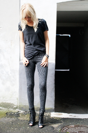 H&amp;M leggings - whyred t-shirt - Topshop boots