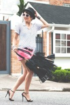black Zara bag - black Pralana hat - hot pink MOfficer shorts