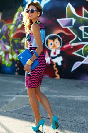 gold bracelet - hot pink dress - blue bag - gold earrings - blue heels