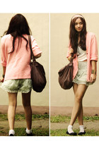 beige Pink Manila shorts - salmon oversized Anne Klein cardigan - white cropped