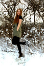Army-green-vintage-jumper-black-blonde-accessories-necklace-black-sbar-wedge