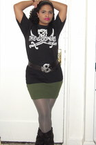 black slouchy boots - goonies tee shirt - heather gray Old Navy tights - black v
