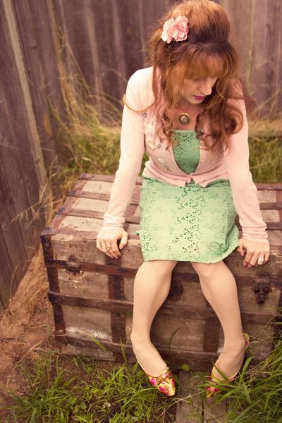 lime green vintage dress - pink vintage flats