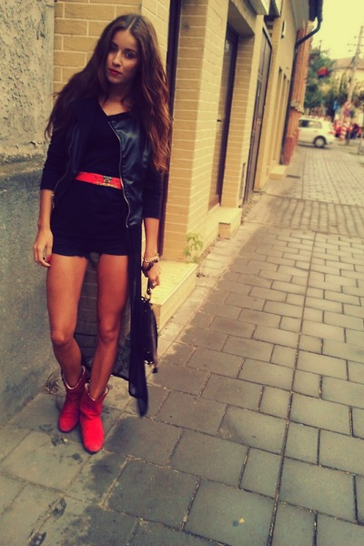 red suede random boots - black leather Amisu jacket