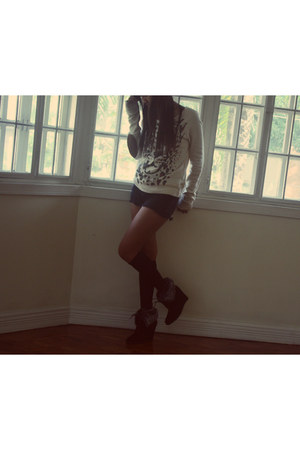 Forever 21 boots - Zara sweater - Forever 21 shorts - Mango stockings