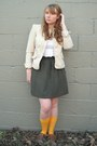 Brown-lace-up-oxfords-naturalizer-shoes-beige-gap-blazer-white-urban-outfitt