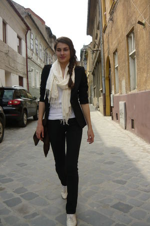 white clockhouse blouse - black Topshop blazer - black denim jeans - white vinta