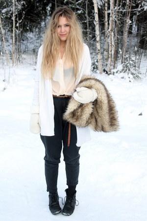 cream sheer Dixi blouse - brown faux fur vintageMonki scarf