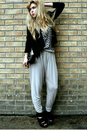 black H&amp;M blazer - white H&amp;M top - beige H&amp;M pants - black ROOTS shoes - black