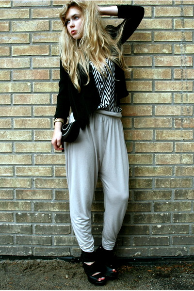 black H&M blazer - white H&M top - beige H&M pants - black ROOTS shoes - black