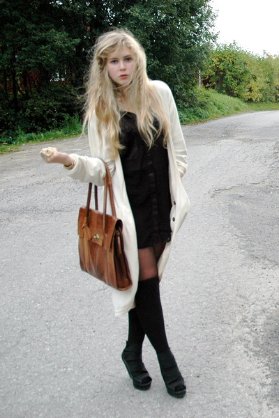 white oversized Camilla Norrback cardigan - ROOTS shoes