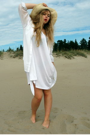 white cotton Diana Orving dress - beige sun vintage hat - white cotton H&M shirt