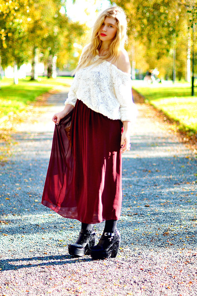 crimson maxi skirt American Apparel skirt - black platforms Modekungen boots