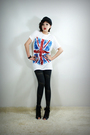 Black-2bb3-shoes-gray-2bb3-leggings-white-2bb3-top-black-2bb3-hat