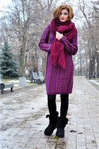 maroon knitted DIY dress - black Ugg boots