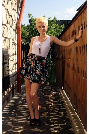 floral skirt - white top - brown clogs