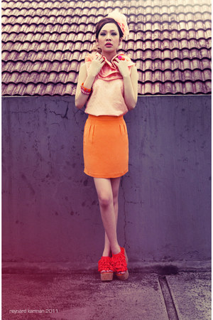 shocking orange unknown brand wedges - bow headband unknown hat