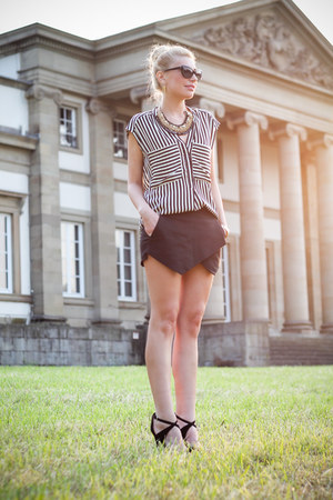 black Zara shorts - black H&M sunglasses - black and white Zara blouse
