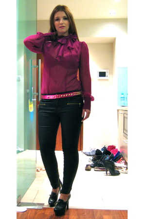 magenta sheer random blouse - black Guess shoes