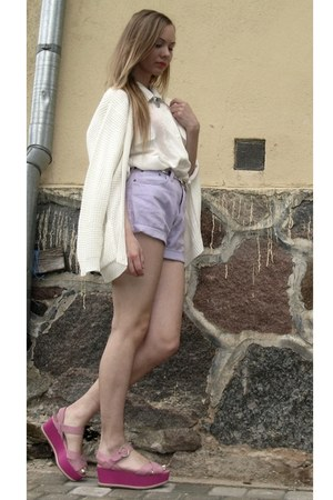 white vintage cardigan - periwinkle denim thrifted vintage shorts