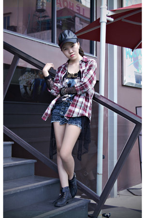 black boots - black leather hat - brick red tartan 2hand shirt