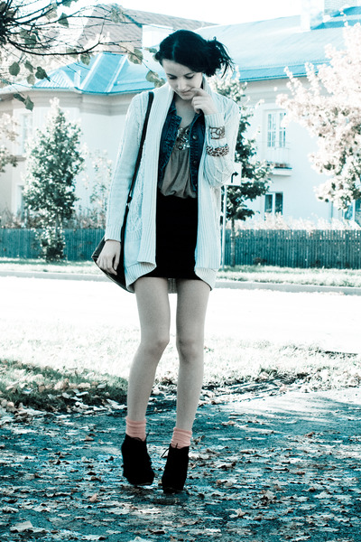white Mango cardigan - light brown shirt - red socks - black wedges