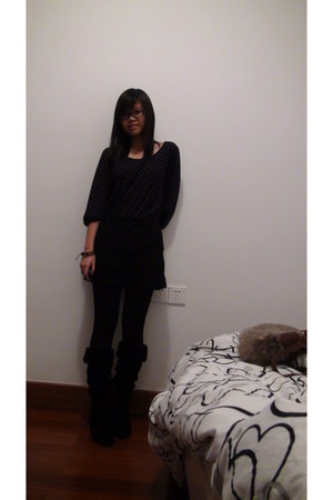 black Nine West boots - black leggings - dark brown bag - black H&M shorts