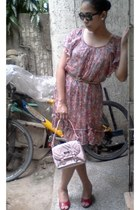 floral chiffon dress - light pink small Burberry bag - black Ray Ban sunglasses